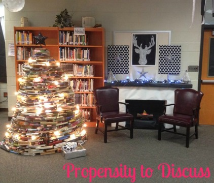 I've read that book...now what? A Propensity to Discuss Post. Crafting with old books. Book Christmas Tree