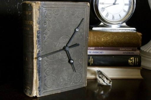 I've read that book...now what? A Propensity to Discuss Post. Book Clock Crafting with old books.