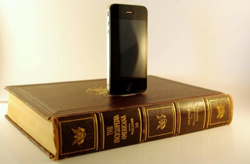 I've read that book...now what? A Propensity to Discuss Post. Book Smartphone Dock Crafting with old books.